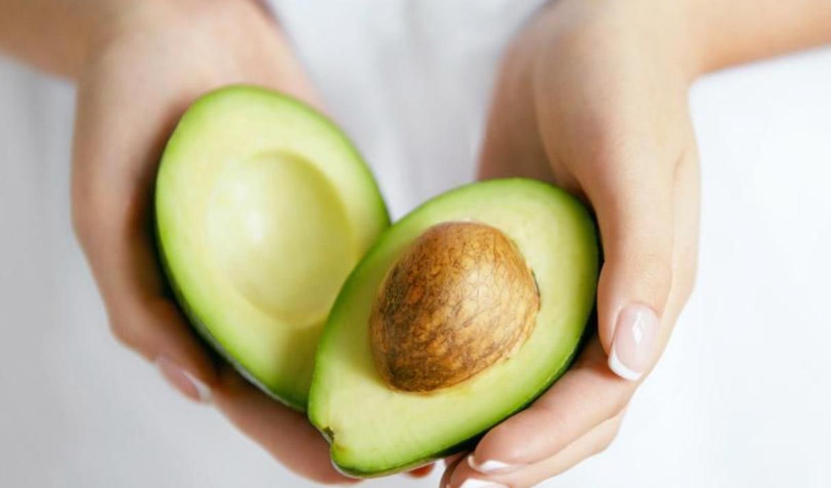 hindari buah alpukat ketika diet